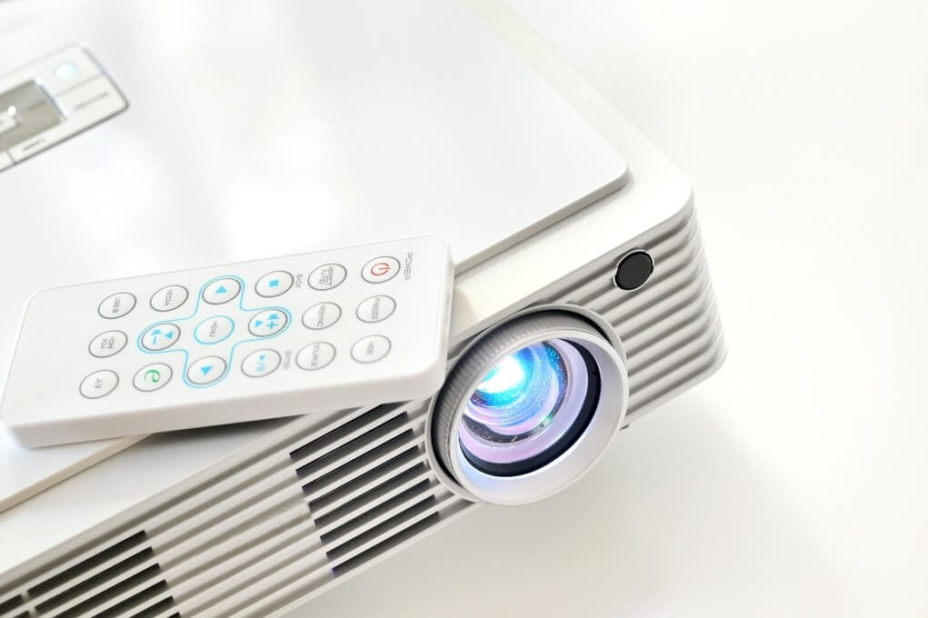 PROJECTOR OR LED / PLASMA TV FOR YOUR HOME THEATRE / HOME CINEMA